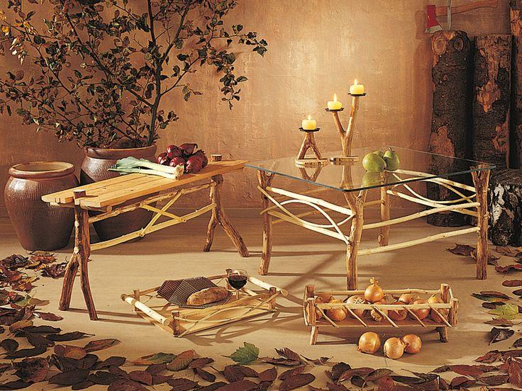 Come costruire mobili rustici con legni raccolti nei boschi. Le ramaglie di scarto sono la struttura per mobili etnici costruiti senza grossa attrezzatura.