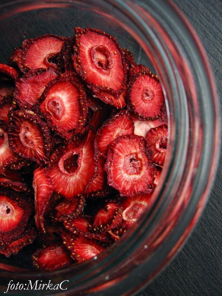 dried strawberries/suszone truskawki