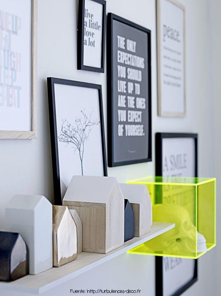 Los cuadros con dibujos o pinturas, le dieron lugar a láminas con frases. Cada uno puede armar sus propias frases, diseñarlas según el estilo del ambiente, imprimirlas y enmarcarlas para renovar y personalizar su lugar.