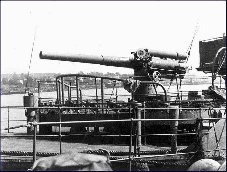 The BL 4 inch Mk IX gun on Canadian Flower class corvette HMCS Morden