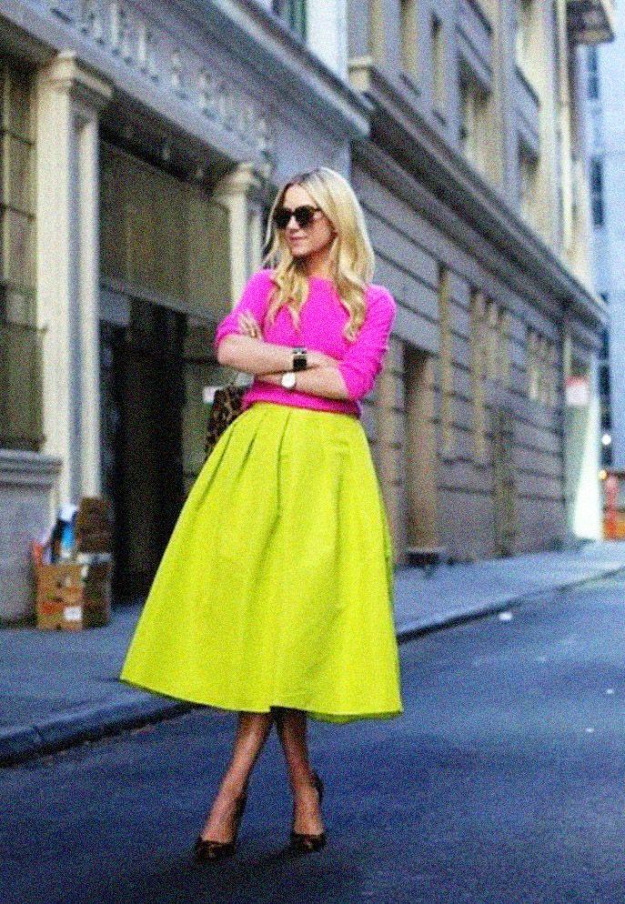 Like Neon Lights: 13 looks para te convencer a usar neon nesta temporada | Roupas neon, Ideias fashion, Looks