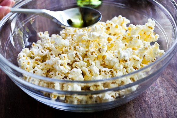 Popcorn with black truffle oil and Parmesan! My new Addiction, thanks ...