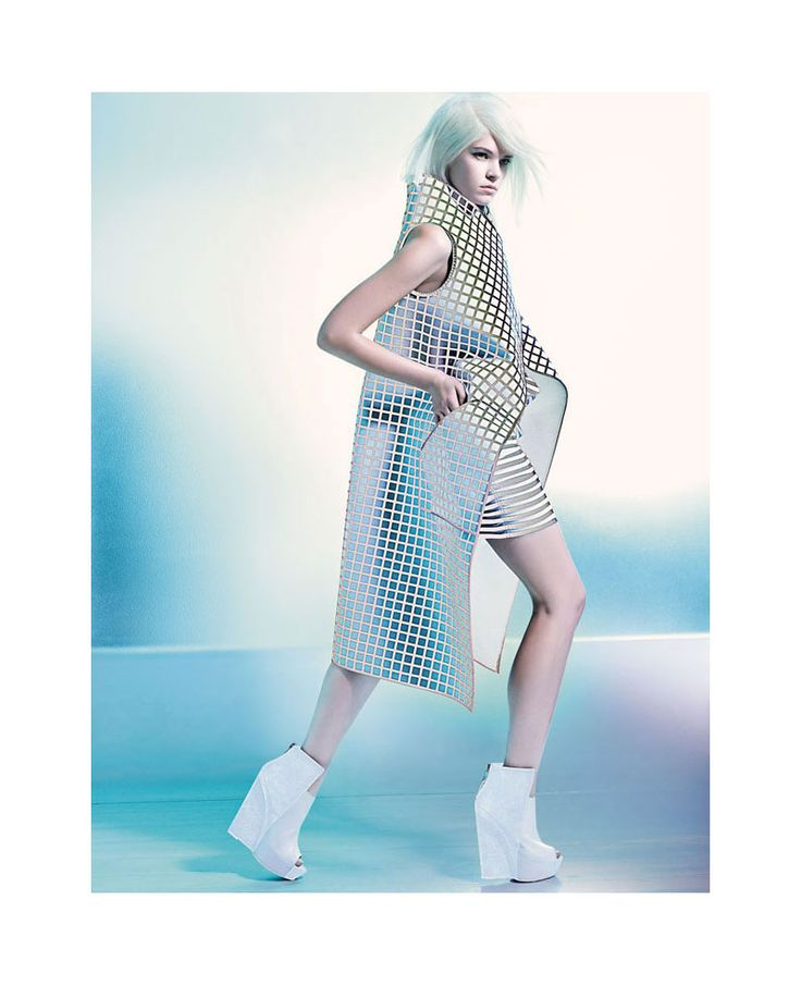 Techno Sirene – Photographer Felix Lammers share a personal project starring model Zuzanna Stankiewicz wearing futuristic designs. Styled by Marko Matysik, Zuzanna wears pieces from the likes of Chanel, Gareth Pugh and Dior in the stunning studio images. Makeup artist Yasmin Heinz creates pastel lip hues while hair stylist Kota Suizu gives the Polish beauty icy blonde tresses.