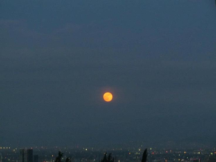 Dando la bienvenida a la noche a la Ciudad de México. Noviembre 2012 @Pp_Lozano
