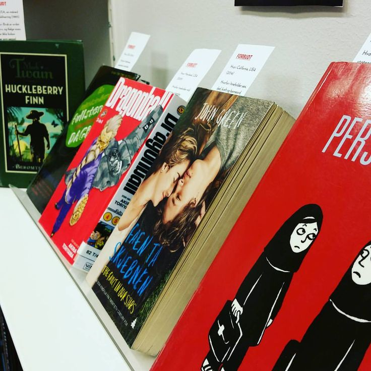 """19 likerklikk, 3 kommentarer – Loddefjord Bibliotek (@loddefjordbibliotek) på Instagram: """"Visste du at disse bøkene er forbudt i noen land? Vi har laget utstilling for #bannedbooksweek i…"""""""