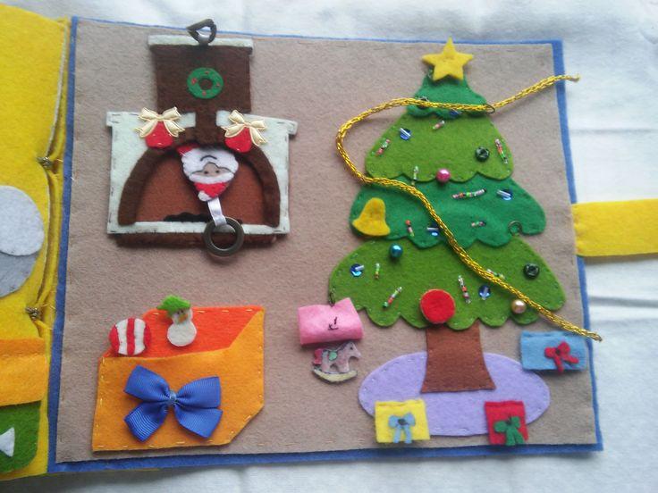 """Quiet Book - Livro Interactivo, pág 15 """"É Natal!"""", em feltro, missangas e fio dourado. Para decorar a árvore de Natal, com presentes surpresa e um visitante na chaminé!"""