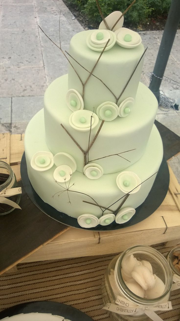 Wedding cake natural green