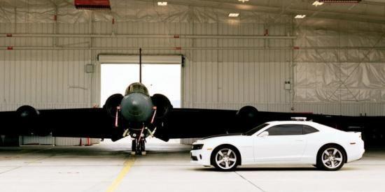 Waarom dit vliegtuig niet zonder snelle auto's kan