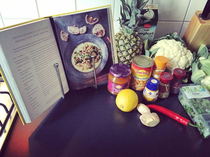 Indiase Bloemkool Uit De Oven Met Ananas, Rode Peper en Dressing
