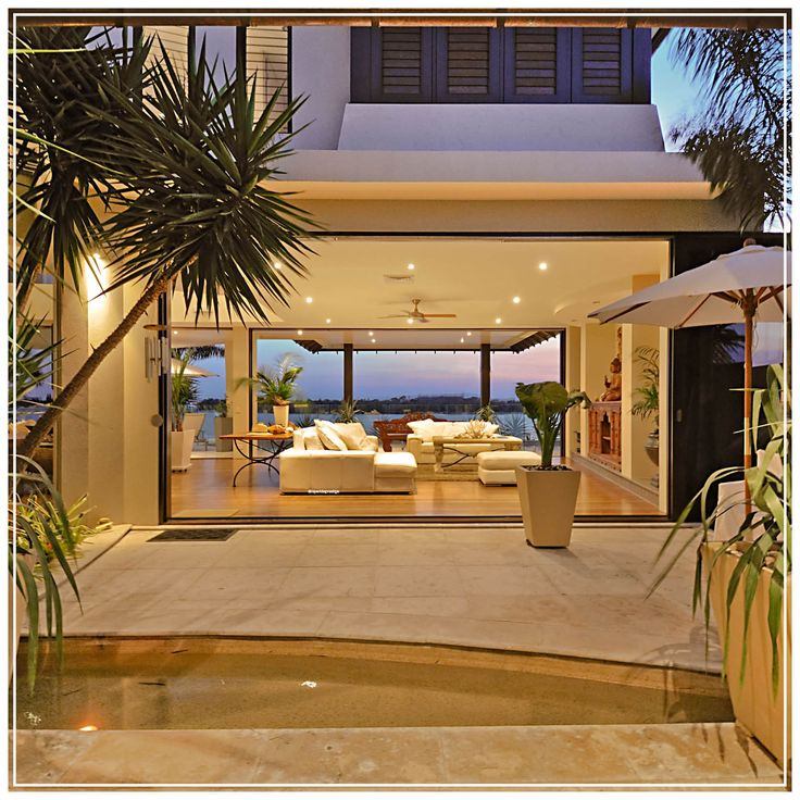 Tropical dream in this Sovereign Islands Home!