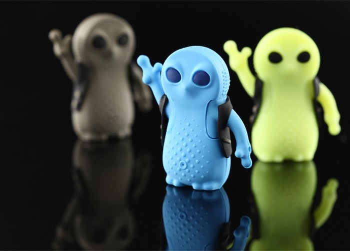 Available in three colours, the Alien Drive covers your flash disk with a single silicon part, and might reveal itself in the dark. But don't be afraid. They don't have teeth to bite you with.