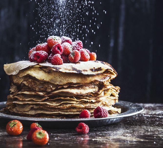 Har du pandekage-craving ligesom os? Så er her en opskrift på søde, tynde og velsmagende pandekager uden mælk, gluten og hvidt sukker!