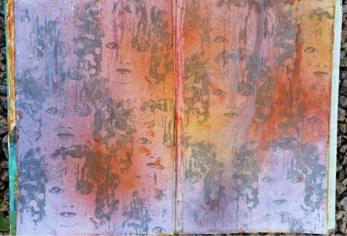 Häromdagen greppade jag återigen de härliga men hos mej tillfälligt bortglömda misterna Color Bloom Sprays från Prima.