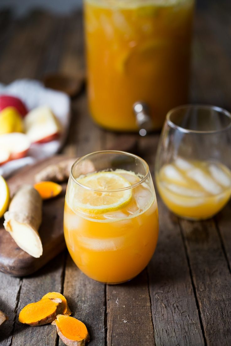 Turmeric Gingerade - A refreshing sugar free drink that sooths, heals and helps detox the body.... made with fresh apple juice, lemon juice, turmeric root and ginger. | www.feastingathome.com