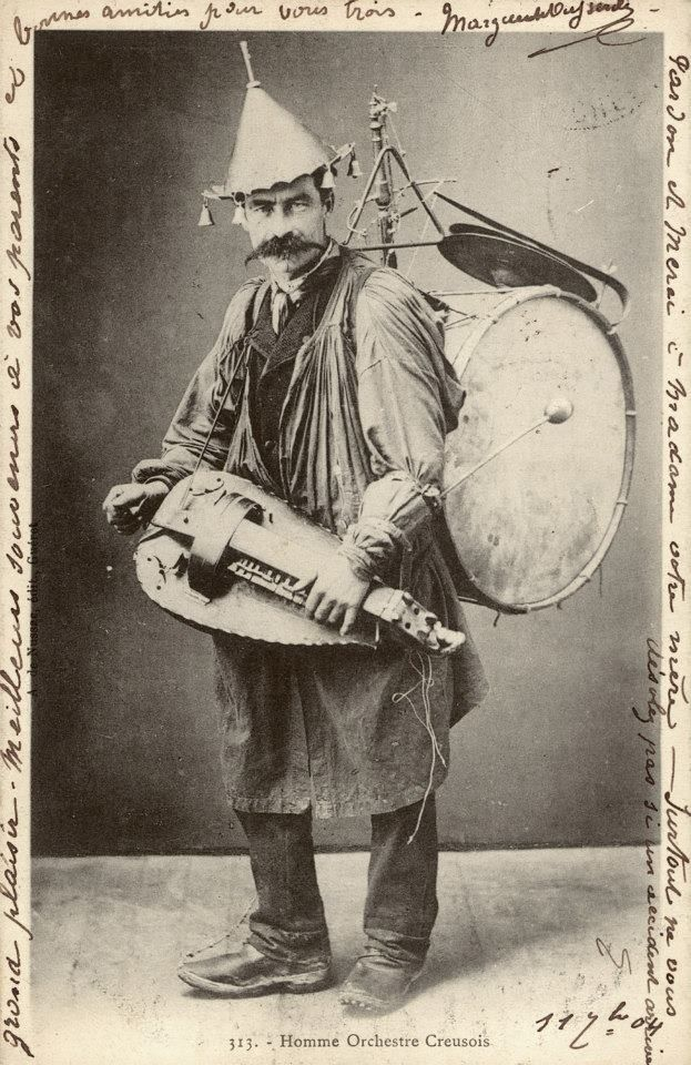 L〰Hurdy gurdy one man traveling band. Admit it, he had to be a pretty cool guy.