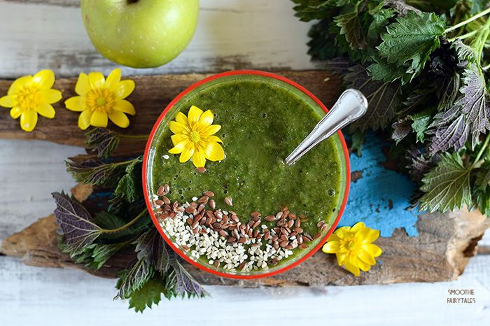 Fresh and healthy #smoothie recipe with nettle, orange and apple. A great, and dairy-free, source of calcium for vegans and raw eaters. #greensmoothie