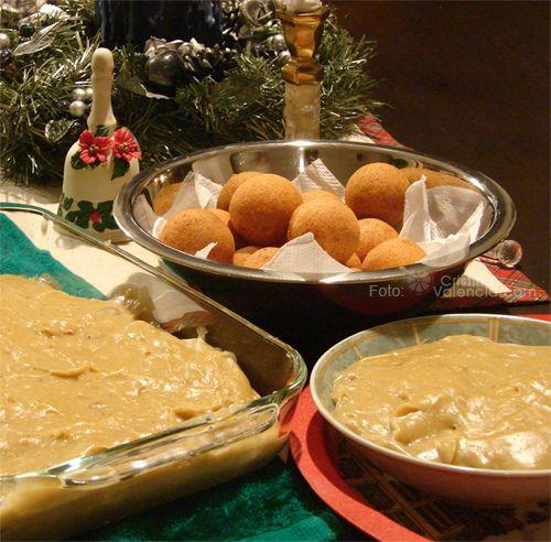 Postres de Navidad. Bunuelos and natilla