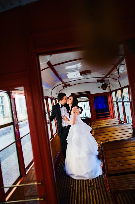 plener ślubny w tramwaju