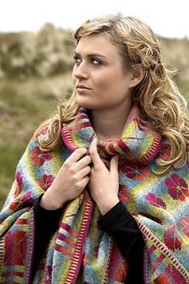 Handknitted shawl in shetlands wool and alpacca.