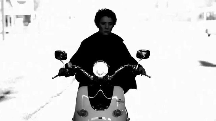 """Земфира в черно-белой фотосессии к видеоряду на песню """"Блюз"""""""