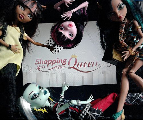Tag Game Guilty pleasure Show us with your Dolls your Guilty Pleasure. A Show, Movie ore Music you feel embarrassed to like.  I got inspired by the Episode of Glee. My Guilty pleasure is the TV Show Shopping Queen. What is the Show about? In the Show Gaming Panda offer you a complete variety of purchasing guide for Computer games digital download. - http://www.gamingpanda.net