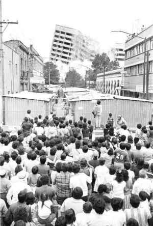 IMPORTANTISIMO!!!! en Tlatelolco se cayo el edificio de Nuevo Leon 19 septiembre 1985