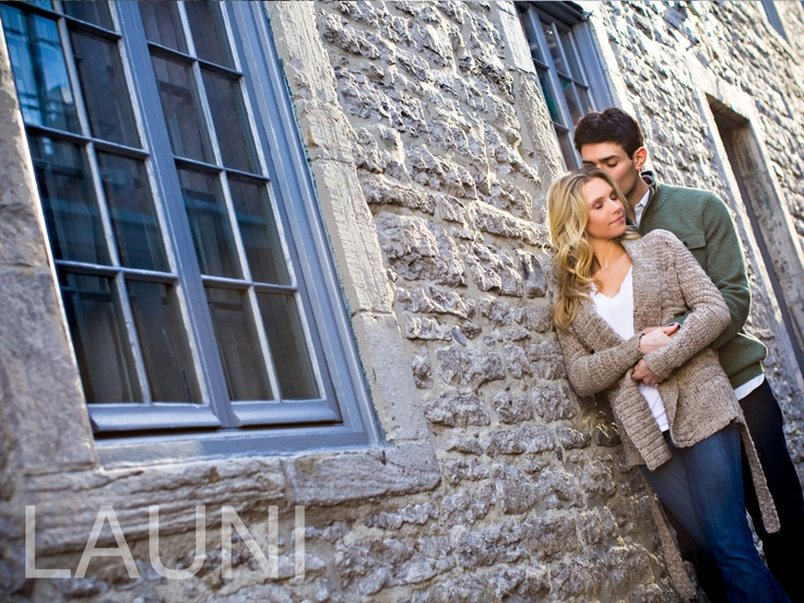 Engagement pictures in November. Great outdoor engagement session photo shoot before you get married. Photography by Natasha Launi
