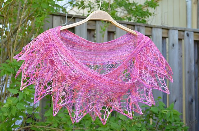Ravelry: Pyttipanna Shawl pattern by Maria Samuelsson FREE 1 skein caleido lace