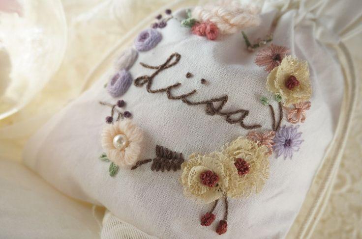 파우치 네이버 블로그: http://m.blog.naver.com/kiwis78 Instagram: janice_embroidery kakao talk: kiwis78 Copyright ⓒ Janice Lee, All rights reserved. 제니스리의 모든 자수는 저작권 보호를 받습니다. 이 디자인 저작물을 영리 목적으로 이용할 수 없습니다 제니스리의 프랑스자수 Janice's french embroidery ㅣㅣ #자수수업 #자수 #프랑스자수 #자수브로치 #건대입구자수 #광진구자수 #성수동자수 #강남자수 #needleart #핸드메이드 #embroidery #stitch #handembroidery #힐링 #서양자수 #needlework #embroideryart #플로리스트 #bordado #선물 #취미 #서양자수 #craft #입체자수 #handmade #weaving