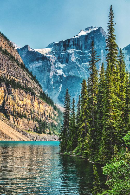 Moraine Lake, Canada travel landscape nature // take us there wanderlust travel