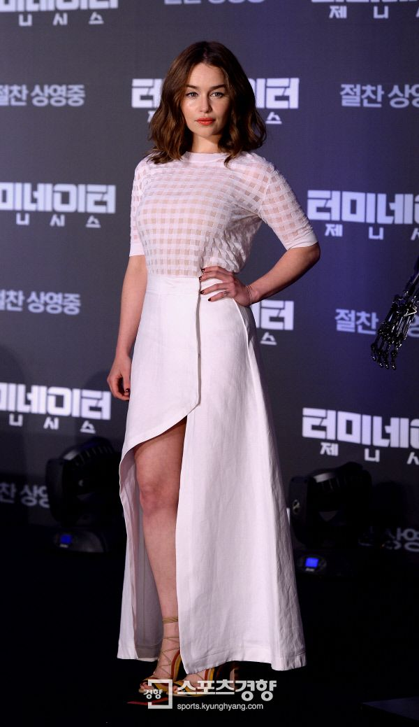 July 01: Terminator Genisys Seoul Press Conference - 0701 tgkoreanpressconference 0047 - Adoring Emilia Clarke - The Photo Gallery