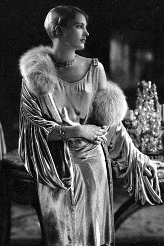 Lee Miller, in Jay Thorpe - September 1928 - Condé Nast's Apartment - Necklace by Marcus - Vogue - Photo by Edward Steichen