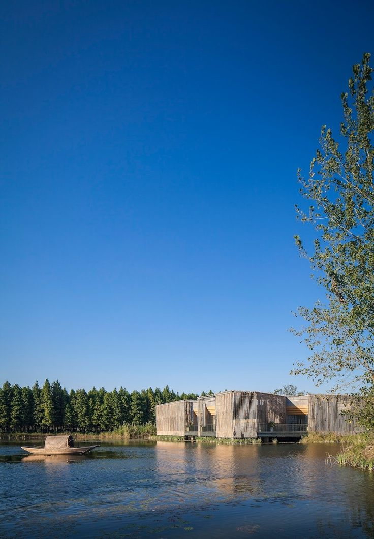 Located in the ShiQiao garden in Yangzhou, a city to the northwest of Shanghai, there is a floating Bamboo Courtyard Teahouse designed by Chinese architect S...