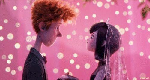 ♥Hotel Transylvania☺- Jonathan y Mavis ya como matrimonio. - Ya puedes besar a la novia, pero...Un beso cortito.