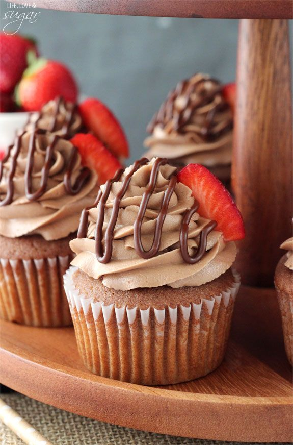 delicious-food-porn:  Nutella Cupcakes