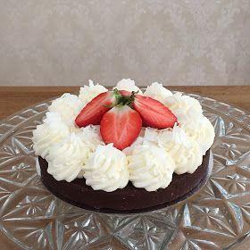 Här kommer recept och bilder på min lite nyttigare kladdkaka/chokladtårta.Supergod!:-) Sandras lite nyttigare kladdkaka: 200 g d...
