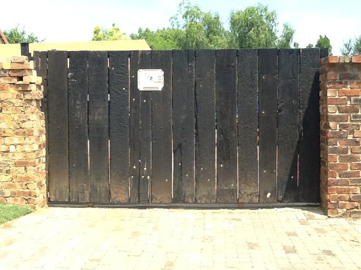 Railway sleeper gate