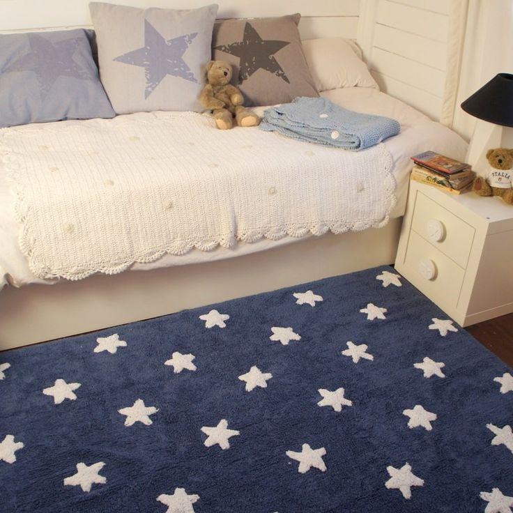 Miękki dywan w granatowym kolorze w białe gwiazdki - NieMaJakwDomu