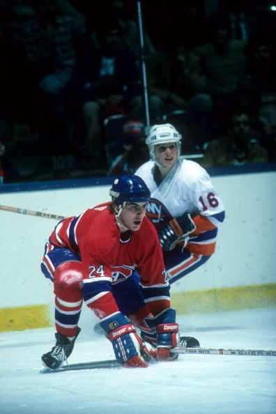Chris Chelios of the Montreal Canadiens looks to block a shot as Pat LaFontaine of the New York Islanders looks on during their game on January 30...