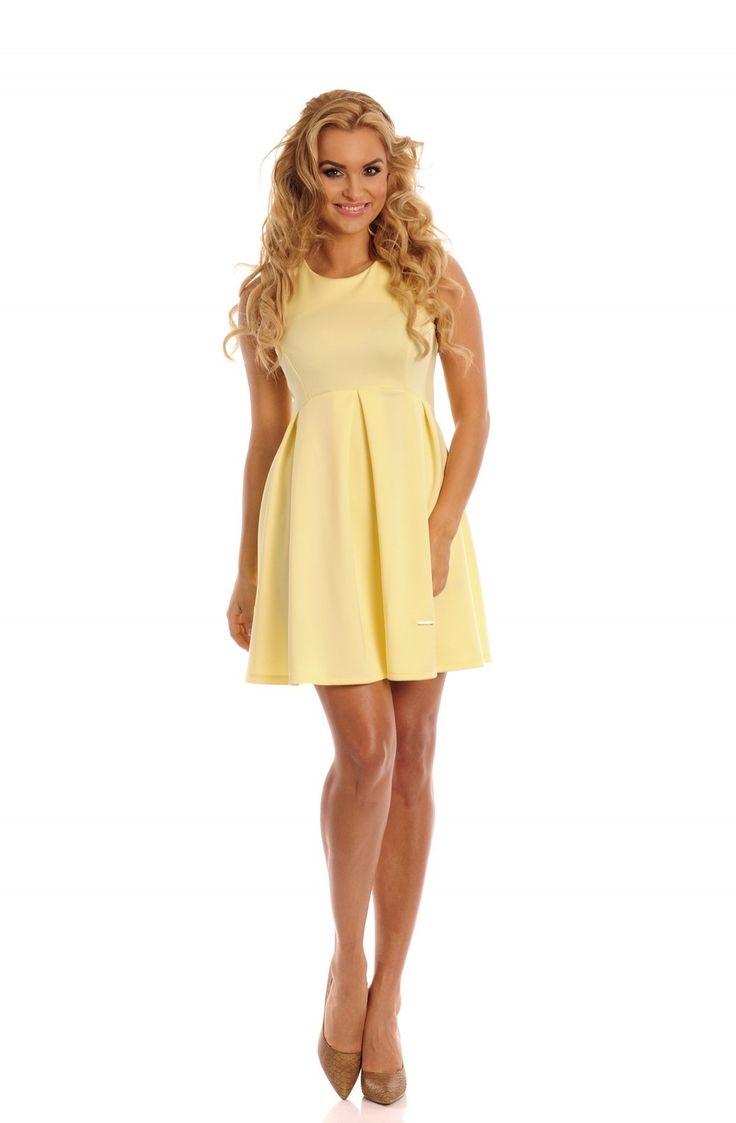 Sukienka Model Vella Cytryna Elegancka sukienka bez rękawków odcinana pod biustem. Dół ozdobiony kontrafałdami. Idealna na wiele okazji. #modadamska #sukienkiletnie #sukienka #suknia #sklepinternetowy #allettante