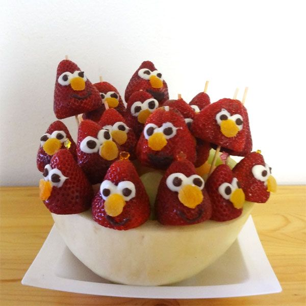 I love making Fruit tray or fruit bouquet for kid's party. This is what I make yesterday - Elmo Strawberry Pop Fruit bouquet! We were invited play date at my son's friend place and I brought this E...
