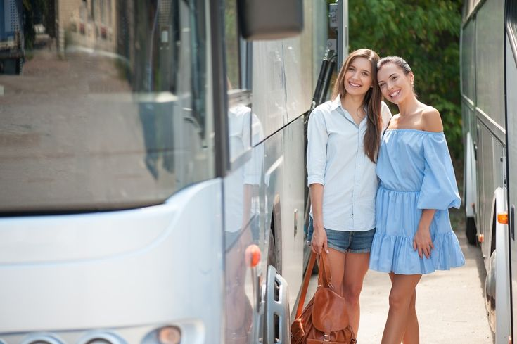Top Amenities You Enjoy by Renting Luxury Caravans for Road Trips