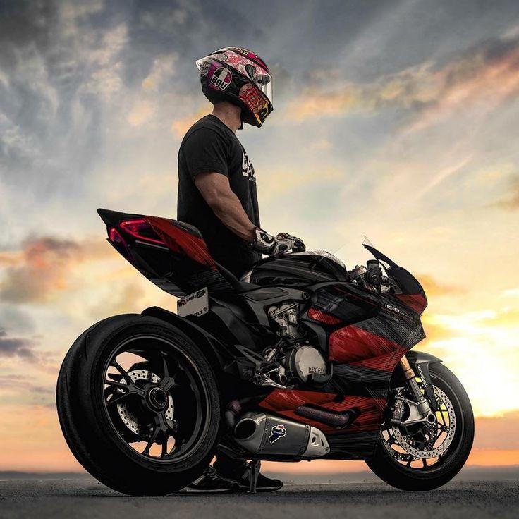 меховые парень на мотоцикле фото с высоким разрешением также отлично будут