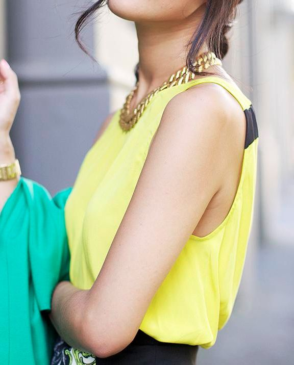 love the yellow and black together: Gold Chains, Fashion, Clothes, Neon, Colors, Street Style