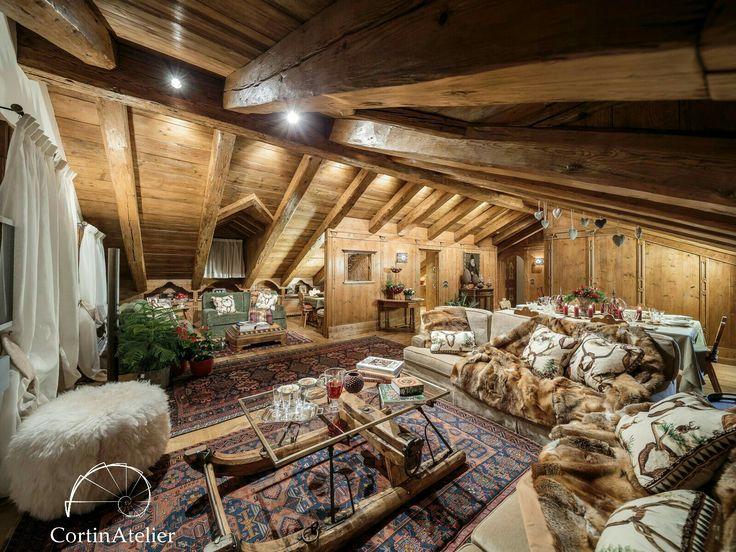 Le case nostre di montagna parlano un linguaggio unico, dove il legno è sempre il principale protagonista  project by Ambra Piccin architetto #cortinadampezzo #dolomiti #chalet #interiors #casedimontagna #wood #cortinAtelier #excellenze #luxurychalet #ambrapiccin