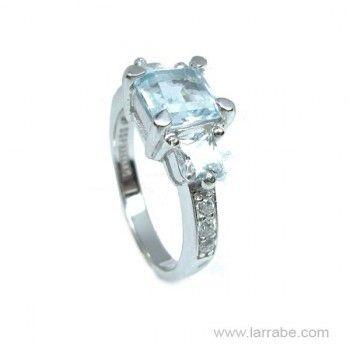 Sortija de Plata con piedras color Aguamarina en Joyería Larrabe  #sortija #joyería #anillo #moda #fashion #tendencias