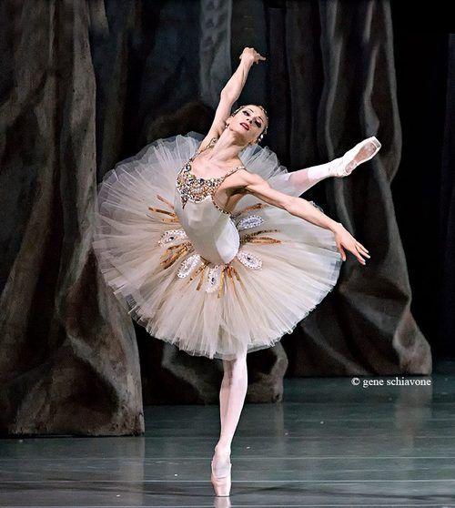 "Yekaterina Kondaurova, Mariinsky Theatre, ""Diamonds"" © George Balanchine Trust"