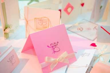 Make your own baby-shower-invitations with stamps. Simple!