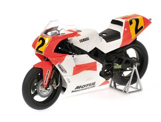 This Yamaha YZR500 (Wayne Rainey - GP500 World Champion 1990) Diecast Model Motorcycle is Red and White and features working stand, steering, wheels. It is made by Minichamps and is 1:12 scale (approx. 18cm / 7.1in long).
