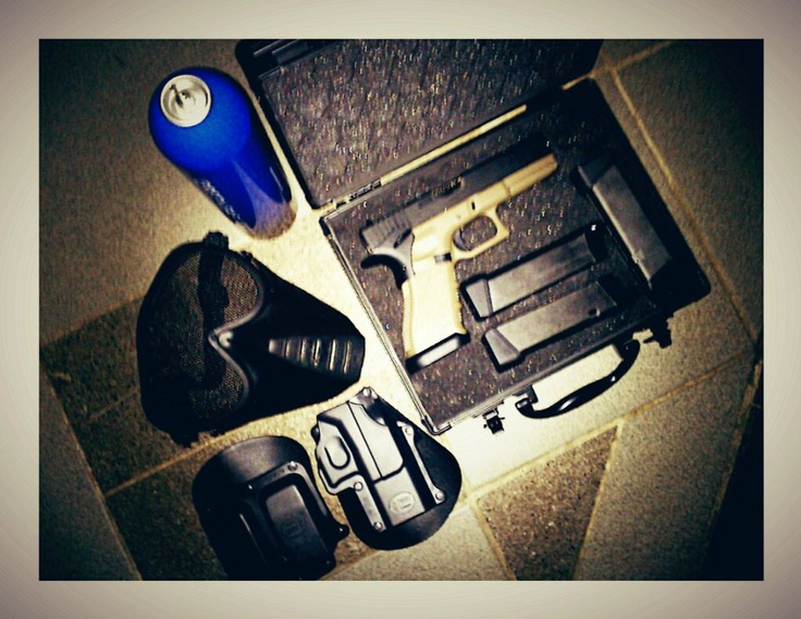 Glock 17 modified - mags - google mask - holstier forbus - hard case